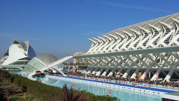 City-of-Arts-and-Sciences-Valencia-Palau-de-les-Arts_dezeen_ban