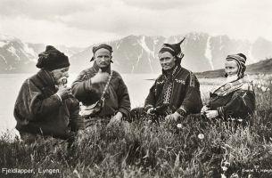 800px-1928_Lyngen_Troms_Norway_group_Mountain_Sami_people_Photo_pcard